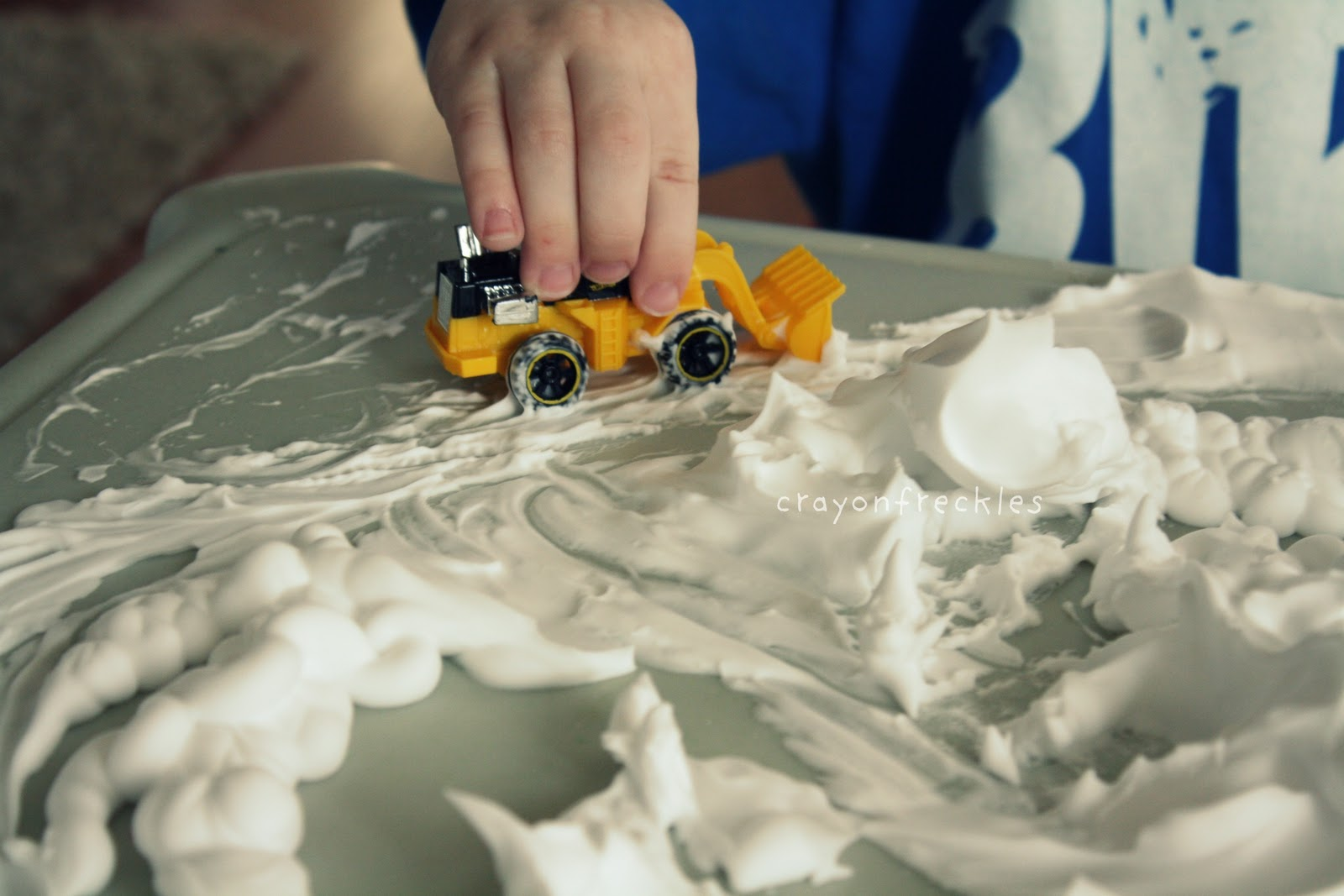 Как сделать снег из соды и пены